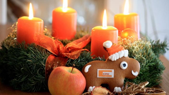 Ihnen und Ihren Familien wünschen wir frohe und gesegnete Weihnachtstage und einen guten Übergang in ein glückliches und gesundes neues Jahr 2018!